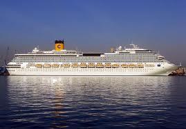 Le bateau : Costa concoria  dans l'eau 9856